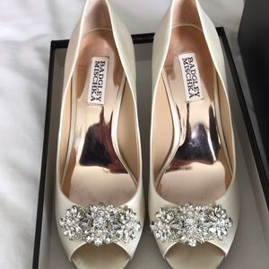Badgley Mischka Dara 7.5 ivory satin wedges